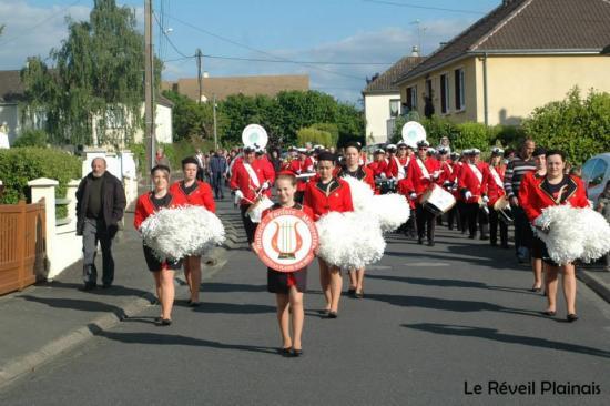 Défilé Requeil (72) Mai 2014
